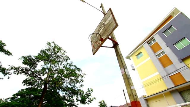 vídeos y material grabado en eventos de stock de antigua tablero de baloncesto - basketball hoop