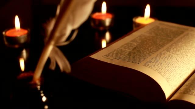 old bible - vatikan şehir devleti stok videoları ve detay görüntü çekimi