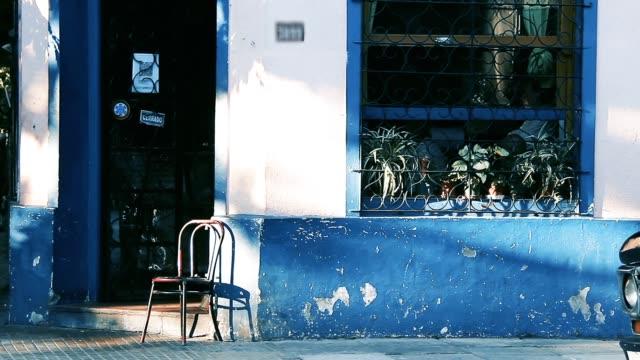 ブエノスアイレス(アルゼンチン)のオールドカフェ。 - 建物の正面点の映像素材/bロール