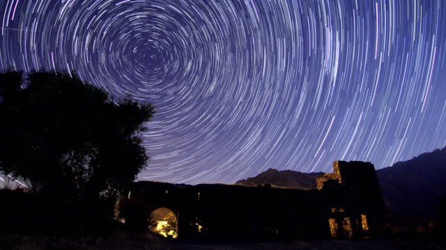 vídeos y material grabado en eventos de stock de antiguo castillo en la noche - estrella del norte