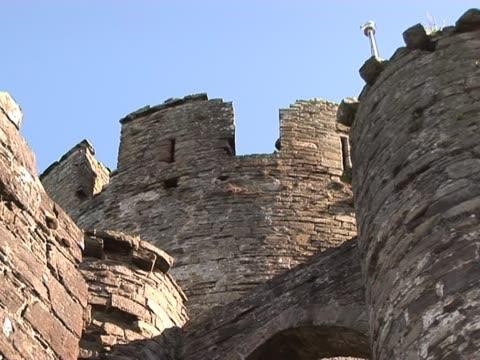 오래된 성-터렛 - 성 건축물 스톡 비디오 및 b-롤 화면