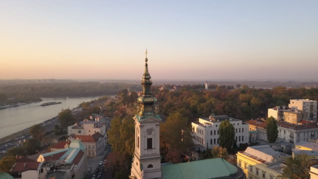 old cathedral in belgrade from drone point of view - белград стоковые видео и кадры b-roll