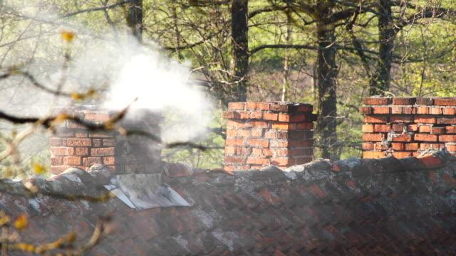 stockvideo's en b-roll-footage met oude schoorstenen - schoorsteen