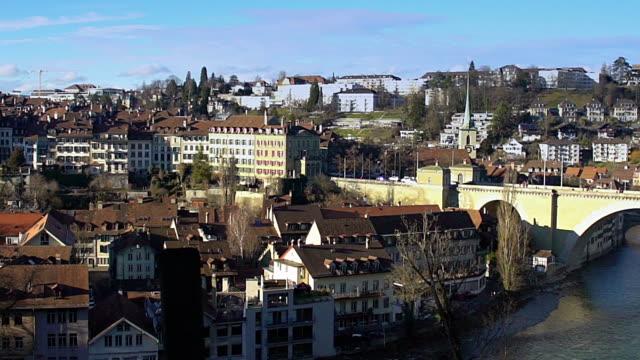 alte stadt bern panorama, touristische attraktion in der schweiz, unesco weltkulturerbe - kanton bern stock-videos und b-roll-filmmaterial