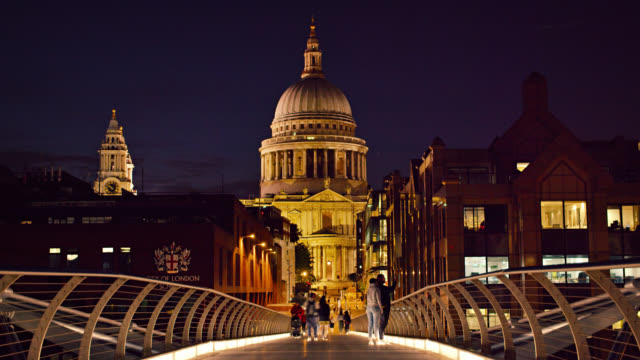 Old city. St. Paul's Cathedral. Millennium Bridge. Night