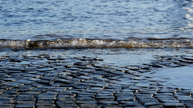 古い石畳の堤防 - 土手点の映像素材/bロール