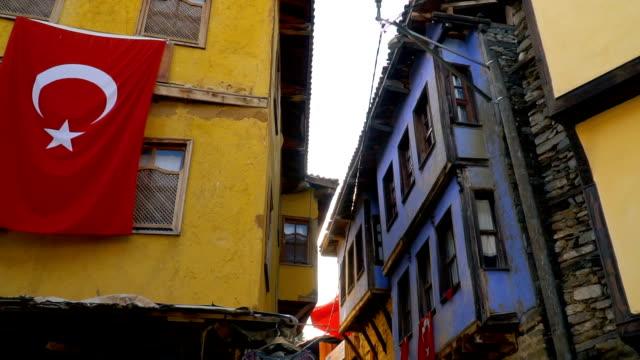 gamla färgade trähus på cumalikizik, turkiet - stenhus bildbanksvideor och videomaterial från bakom kulisserna
