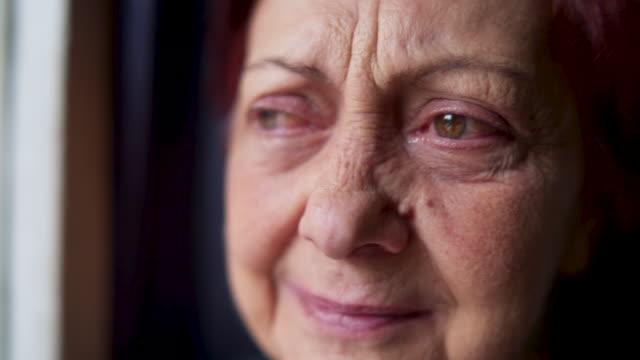 depressive alte weinen - depression stock-videos und b-roll-filmmaterial
