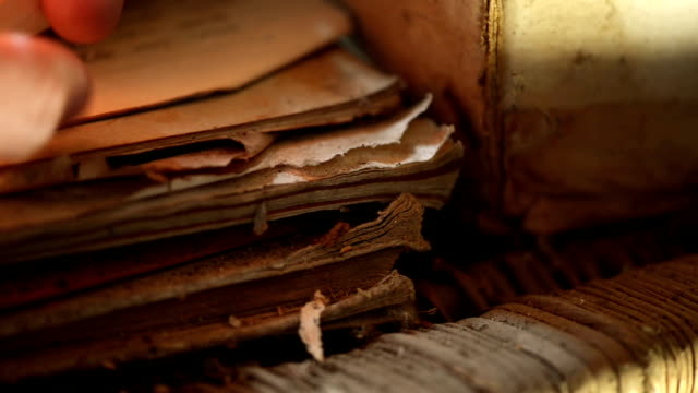staubige alte handschriften - dachboden stock-videos und b-roll-filmmaterial