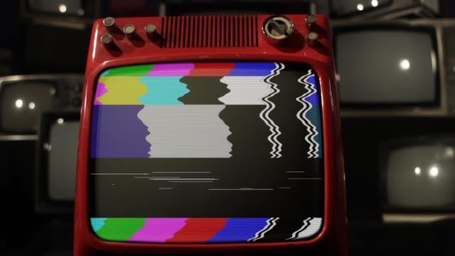 vidéos et rushes de old fashioned broken tv. - image teintée
