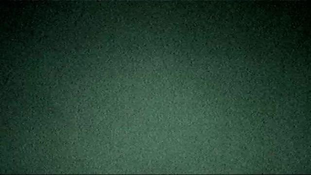 vídeos de stock e filmes b-roll de old film noise real grain video bad signal glitch - cereais