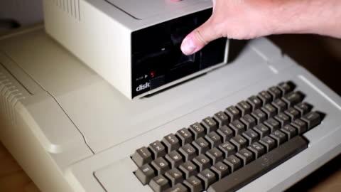 vidéos et rushes de old disquette drive - vintage