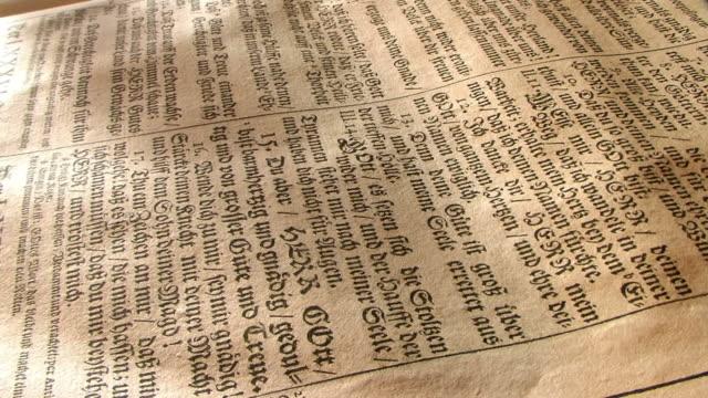 stockvideo's en b-roll-footage met old gothic print in holy book - nieuwe testament
