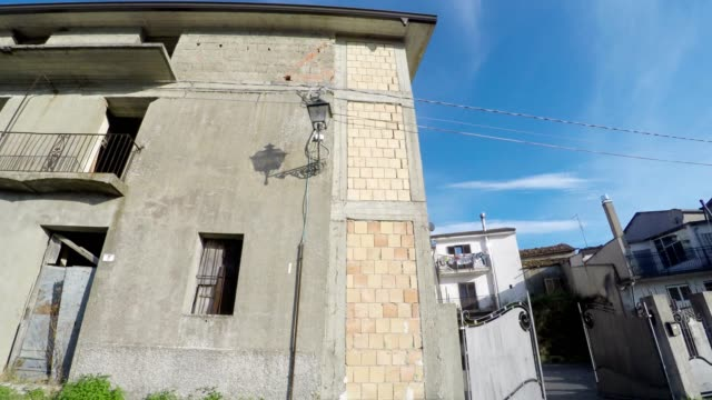 old houses, camera car, south italy - tropea video stock e b–roll