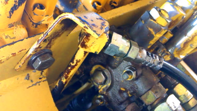 old hydraulic engine part - tubo flessibile video stock e b–roll