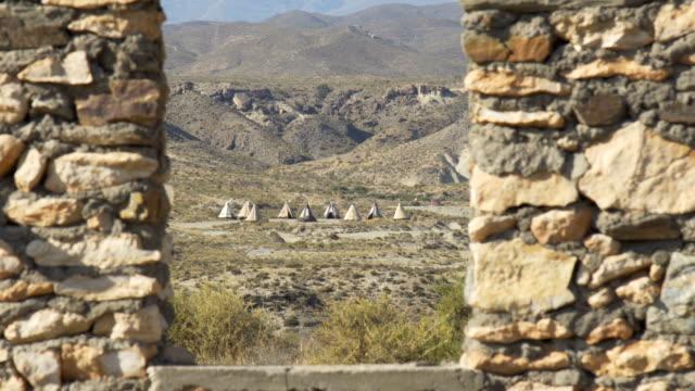 gammal indisk by mitt i vilda öknen - ancient white background bildbanksvideor och videomaterial från bakom kulisserna