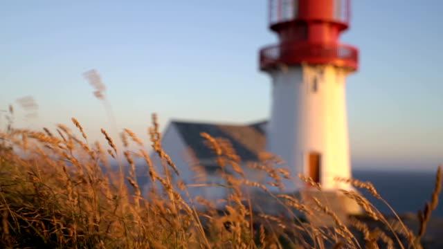 alten lindesnes leuchtturm lindesnes fyr ist ein küste leuchtturm befindet sich an der südlichsten punkt norwegens. - leuchtturm stock-videos und b-roll-filmmaterial