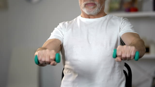 vídeos de stock e filmes b-roll de old man lifting dumbbells, training muscles and joints after injury or insult - coração fraco