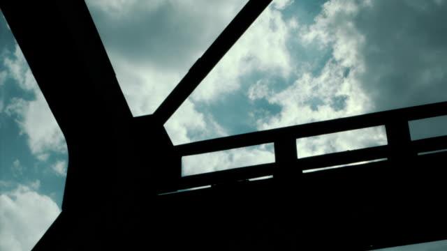 Alte Metall und Holz-Brücke. – Video