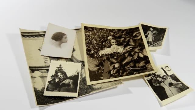 vídeos y material grabado en eventos de stock de foto antigua de la abuela - árboles genealógicos