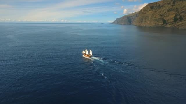 gamla pirat skepp i havet - segelfartyg bildbanksvideor och videomaterial från bakom kulisserna