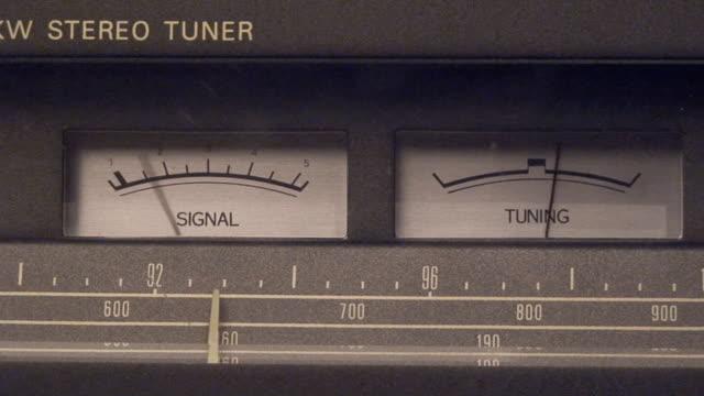 Old radio tuner video