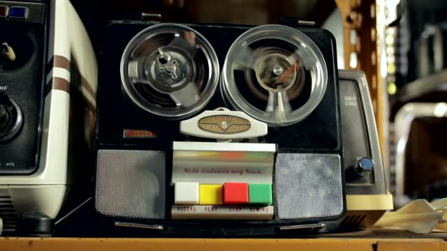 old reel-to-reel audio tape recorder. - mangianastri video stock e b–roll