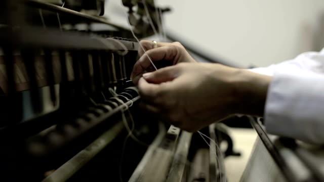 vecchia testimonianza di una cucitura a macchina per un publishing company - leva video stock e b–roll