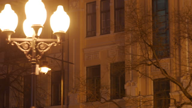 old residential building facade and white christmas tree, night city street - stile del xix secolo video stock e b–roll