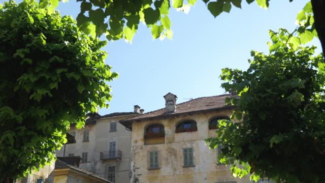 old residential buildings in italy - время дня стоковые видео и кадры b-roll