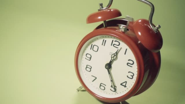 old retro alarm clock slow motoin