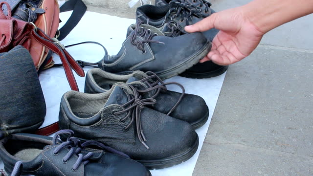 Bидео Old Safety Shoes in street market