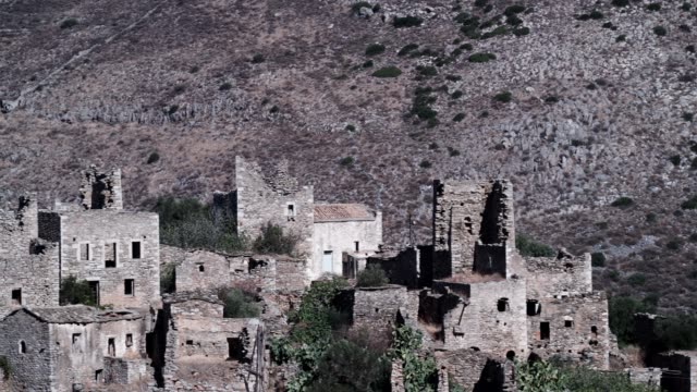 old tower houses in village vathia on mani, greece - пелопоннес стоковые видео и кадры b-roll