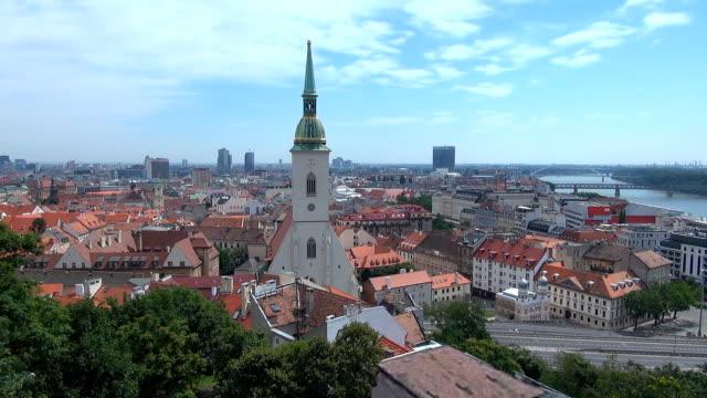 altstadt von bratislava, slowakei – - slowakei stock-videos und b-roll-filmmaterial