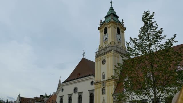 old town hall tower in bratislava - slowakei stock-videos und b-roll-filmmaterial