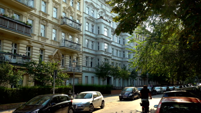 gamla stan i berlin på en sommardag - apartment bildbanksvideor och videomaterial från bakom kulisserna