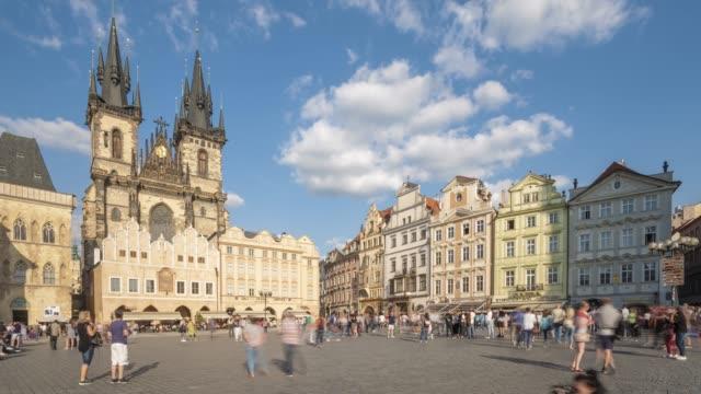 プラハ旧市街広場で - チェコ共和国点の映像素材/bロール