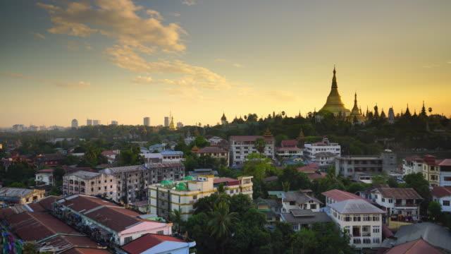altstadt yangon stadt skyline - pagode stock-videos und b-roll-filmmaterial