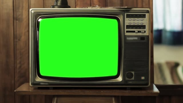 vídeos de stock e filmes b-roll de old tv green screen. - modelo arte e artesanato