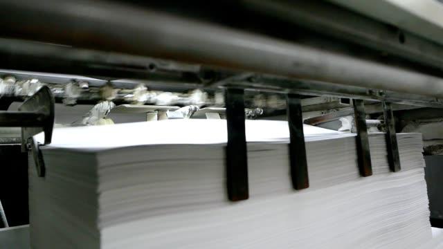 old vintage printing press - sztuka i rzemiosło wytworzony przedmiot filmów i materiałów b-roll