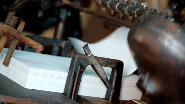 vidéos et rushes de ancienne imprimerie vintage - presse