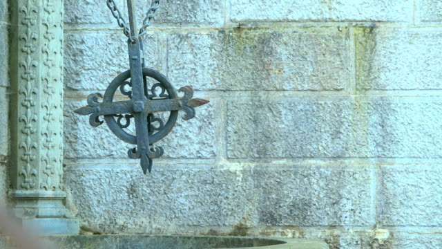 old well with a cross in the livadia palace - barocco video stock e b–roll