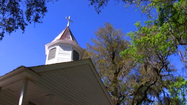 old white church - korsform bildbanksvideor och videomaterial från bakom kulisserna