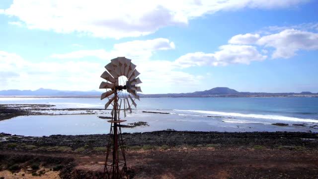 aerial: old windmill water pump - demir stok videoları ve detay görüntü çekimi