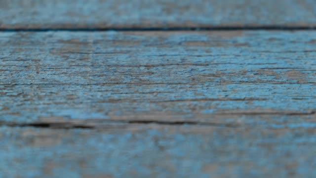 vídeos de stock e filmes b-roll de old wooden board background - mesa mobília