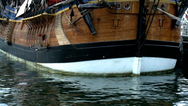 old wooden ship hull - schooner at berth - skrov bildbanksvideor och videomaterial från bakom kulisserna