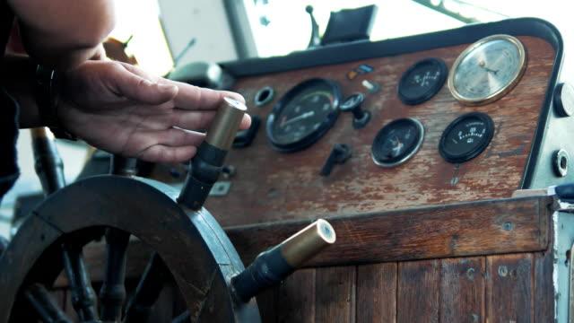 old yacht steering - ster fragment pojazdu filmów i materiałów b-roll