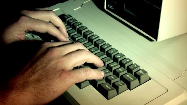starym stylu komputerze 1 - komputer filmów i materiałów b-roll