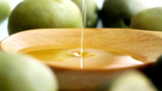 olio d'oliva - olio d'oliva video stock e b–roll