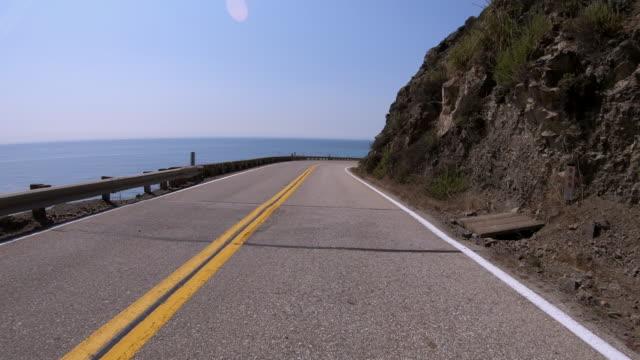vídeos de stock e filmes b-roll de om the road - estrada 001
